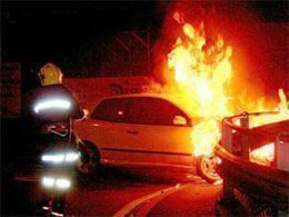 auto-in-fiamme-4