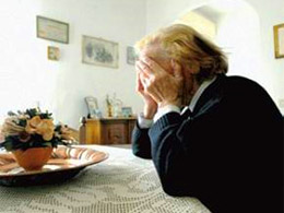 anziana-piange