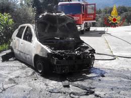 auto-incendiata-caposele-0914