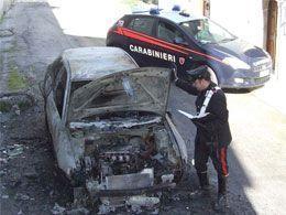 auto-incendiata-e-carabinieri