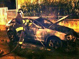 auto-incendiata2