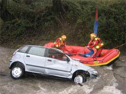 auto-nel-fiume