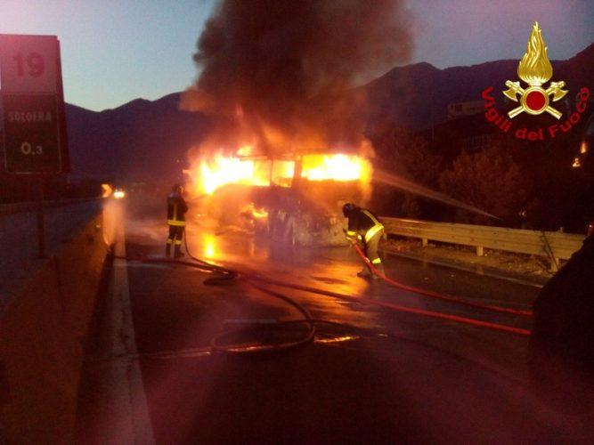 incendio autobus raccordo