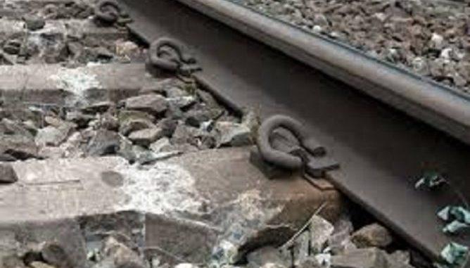 Tragedia a Salerno: donna si lancia sotto il treno in corsa