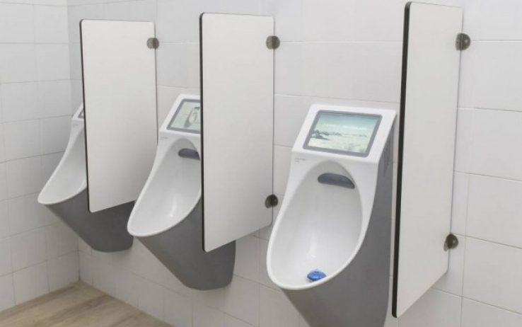 bagno stadio con tablet