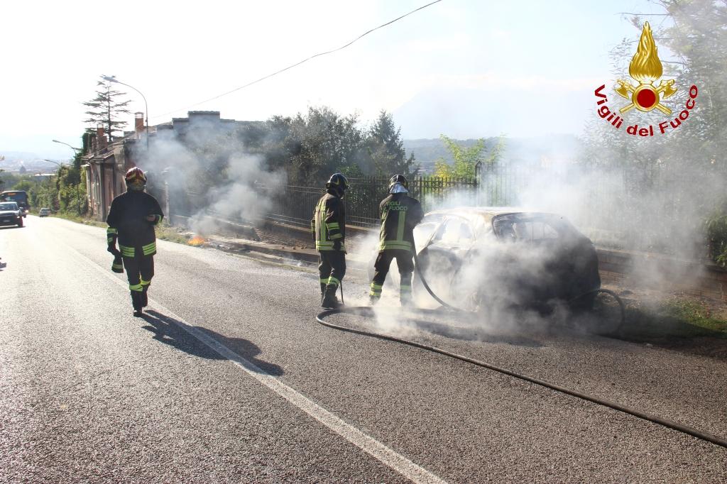 auto in fiamme 2
