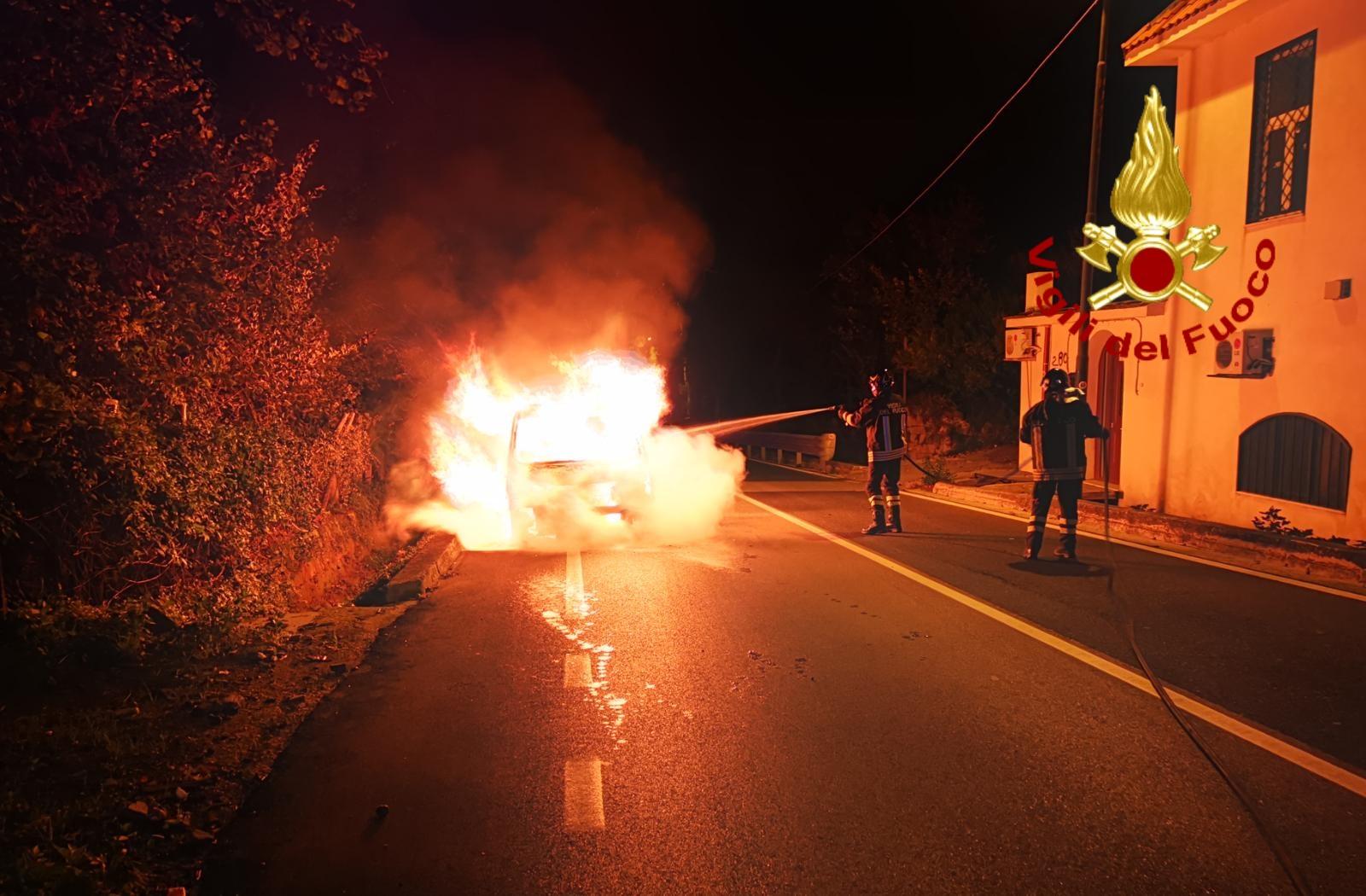 incendio furgone mugnano