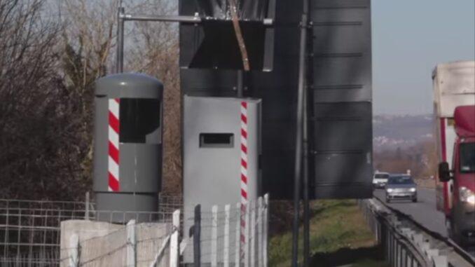 Avellino-Salerno, autovelox nascosto dietro il cartellone ...